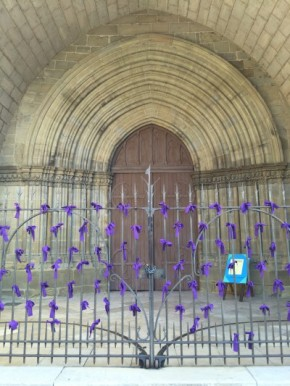 130 rubans en hommage aux 130 victimes à Paris - Brive-la-Gaillarde, France #Pray4Paris
